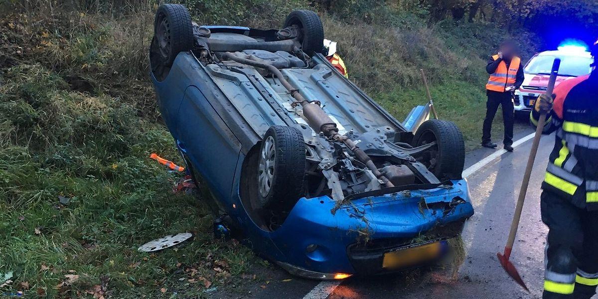 Die Fahrerin wurde bei dem Überschlag verletzt.