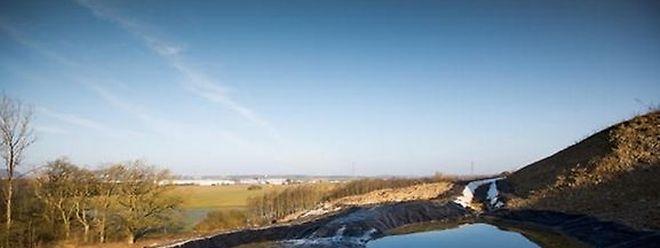 Im Abwasser in unmittelbarer Nähe der Bauschuttdeponie in Monnerich wurde eine leicht erhöhte Radioaktivität nachgewiesen.