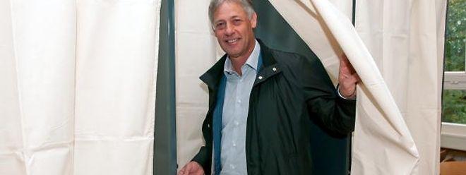 Henri Kox poursuit par ailleurs son mandat de député