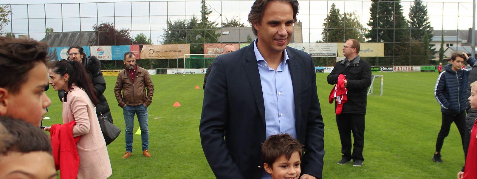Nuno Gomes tirou fotos com jogadores e familiares em Cents.
