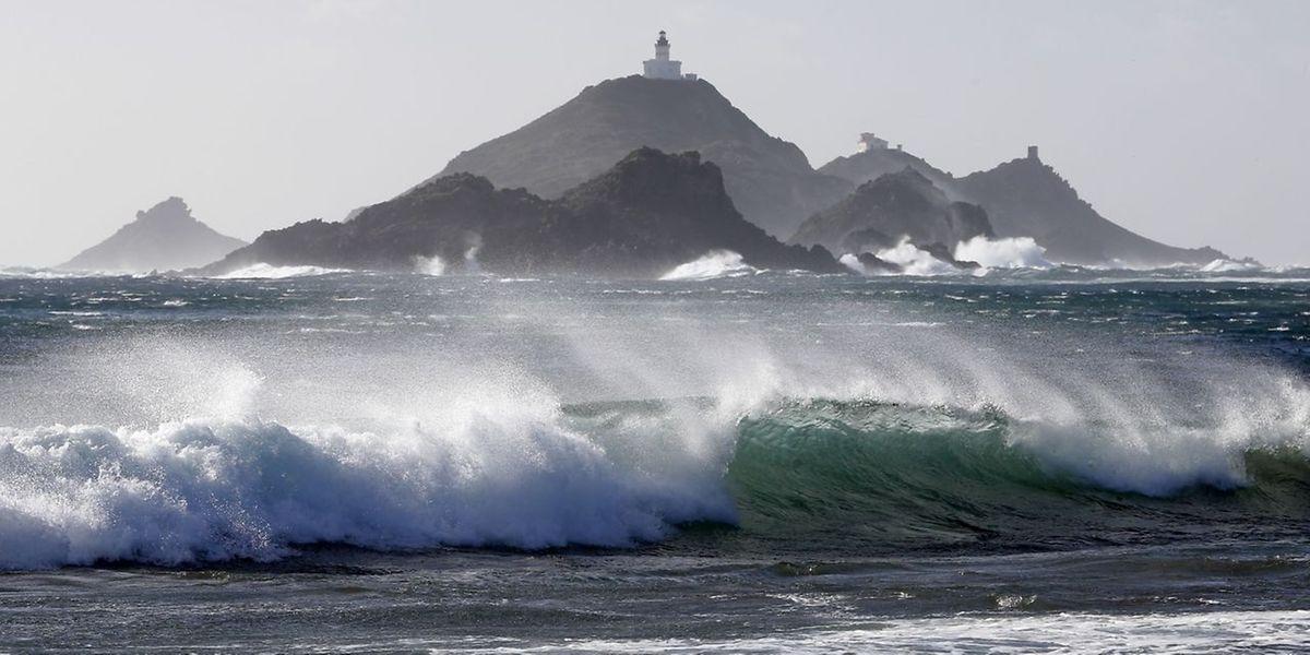 Dans la deuxième partie de la nuit de samedi à dimanche, Météo France prévoit «des rafales atteignant 160 km/h sur le Cap Corse.