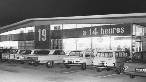 Le premier supermarché Cactus ouvre ses portes le jeudi 19 octobre 1967 à Bereldange. Les frères Paul et Alfred Leesch en sont à l'initiative. Cinquante ans plus tard, un jeudi aussi, leur fils et neveu Max Leesch leur rendra hommage.
