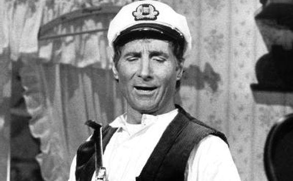 """Freddy Quinn als Seemann Johnny Krüger in dem Musical """"Große Freiheit Nr.7"""" (Archivbild vom 19.10.1984)."""