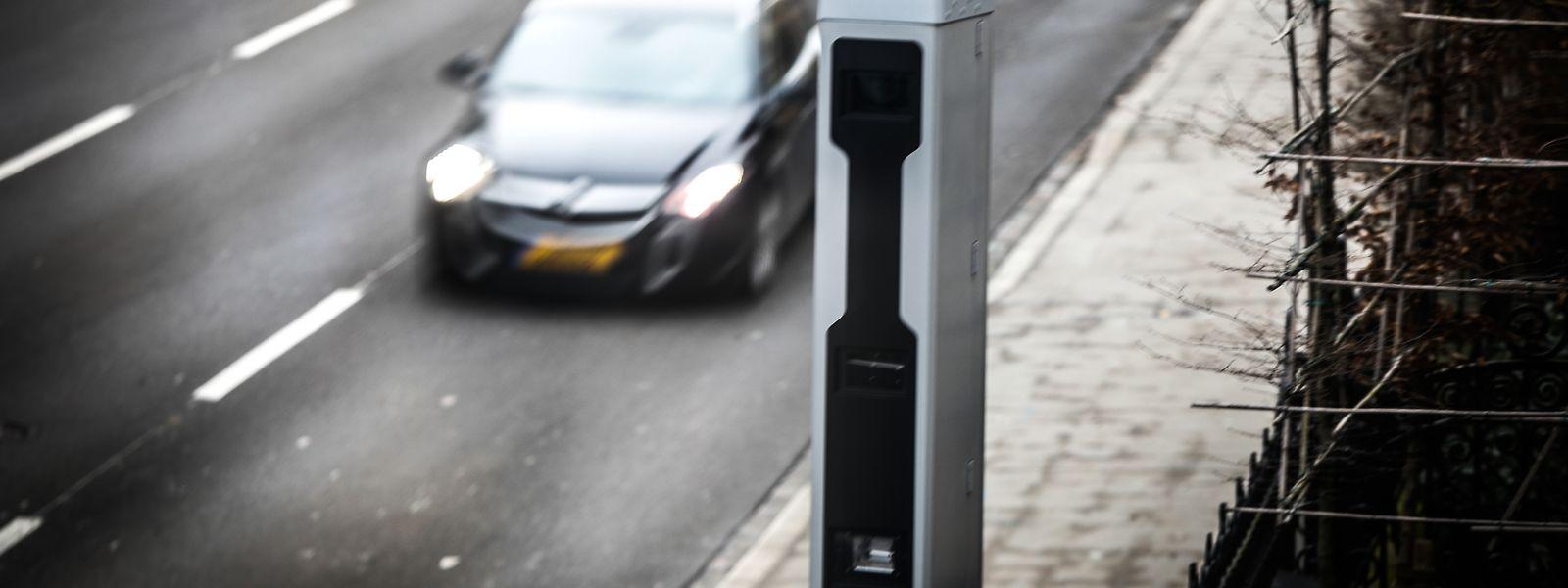 En cas de passage au feu rouge, les automobilistes encourent un avertissement taxé de 145 euros et le retrait de deux points du permis.