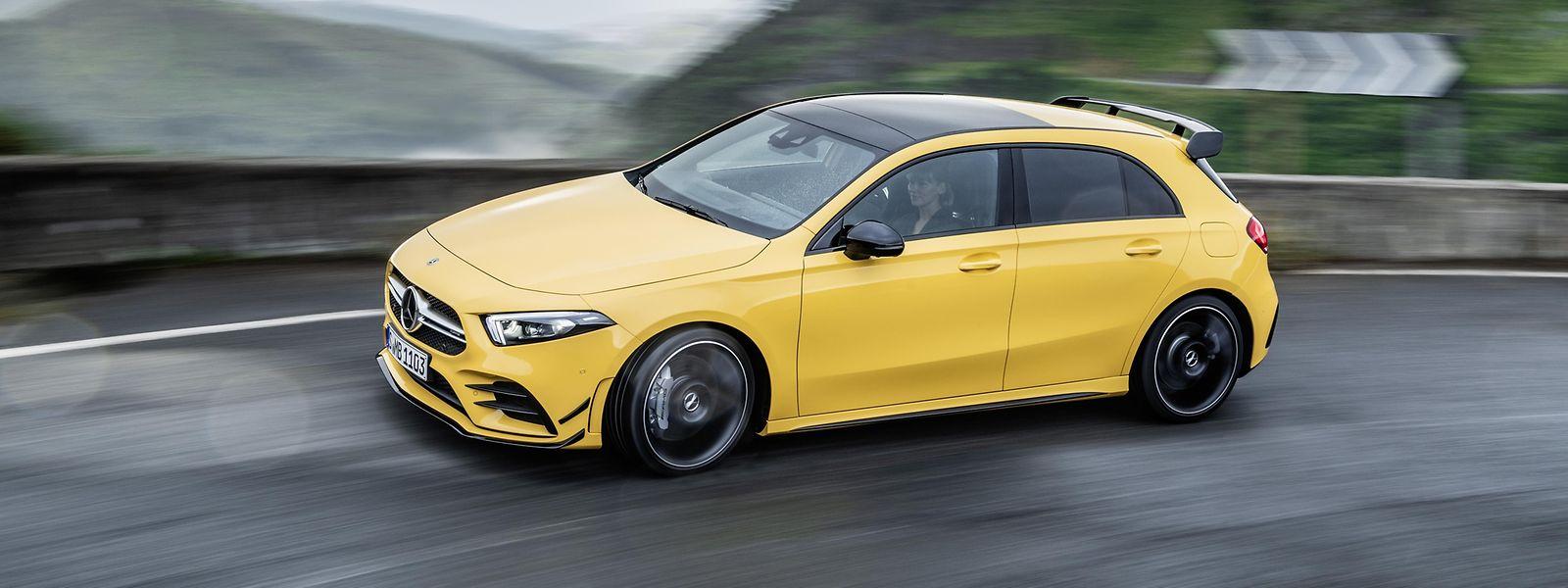 Der Mercedes-AMG A 35 4Matic spurtet in 4,7 Sekunden von 0 auf 100 km/h und erreicht eine elektronisch begrenzte Höchstgeschwindigkeit von 250 km/h.