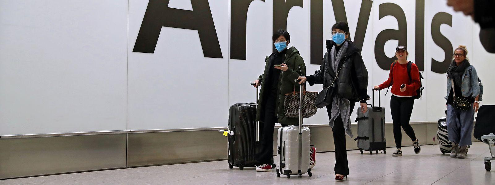 Internationale Flughäfen wie hier im Fall Heathrow sind die Einfallstore für das Virus.