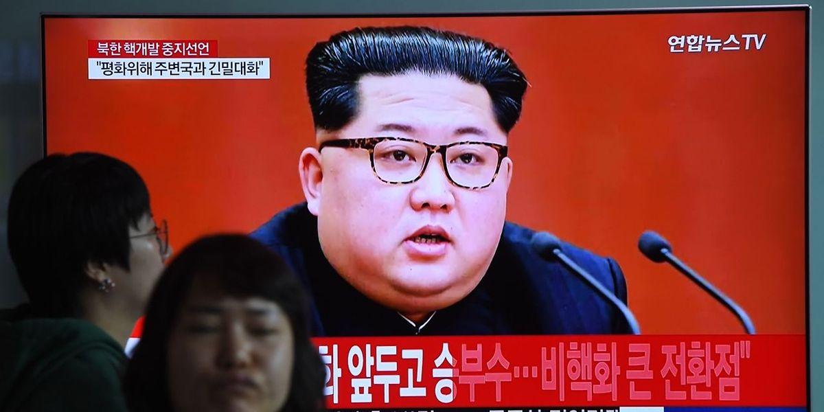 Kim Jong Un, eingeblendet auf einem Schirm in einem Bahnhof in Seoul.