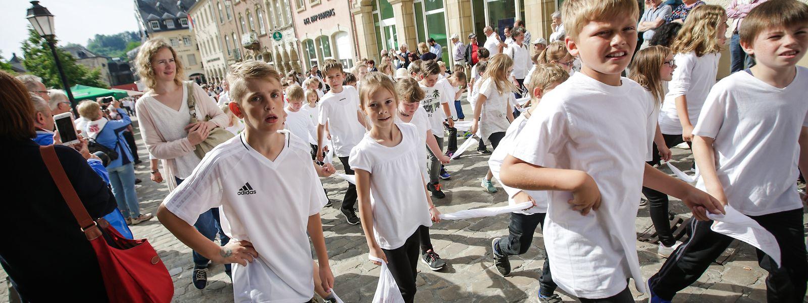 Les pétitionnaires ont demandé l'instauration d'un jour férié pour les élèves le jour de la procession dansante.