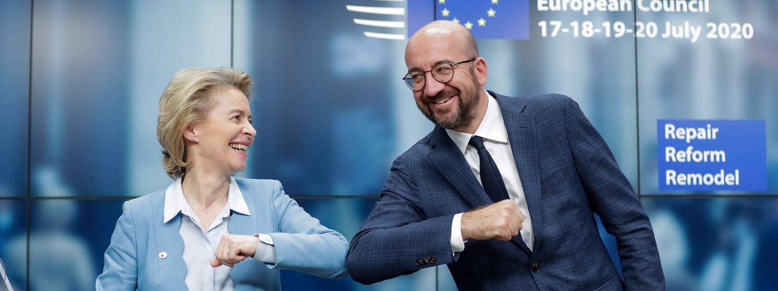 EU-Kommissionschefin Ursula von der Leyen zusammen mit Charles Michel nach dem Marathon-Gipfel.