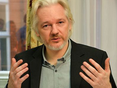 (FILES) This file photo taken on August 18, 2014 shows WikiLeaks founder Julian Assange gesturing during a press conference inside the Ecuadorian Embassy in London. Swedish prosecutors dropped a seven-year rape investigation into Julian Assange on May 19, 2017 a legal victory for the WikiLeaks founder who has been holed up in the Ecuadoran embassy in London since 2012. / AFP PHOTO / POOL / JOHN STILLWELL