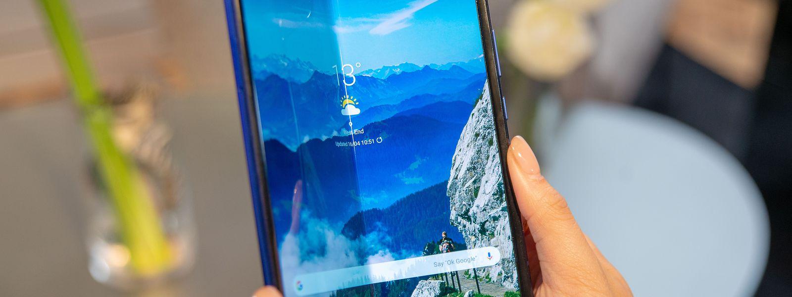 Samsung hat die Markteinführung des ersten Smartphones mit Falt-Display wenige Tage vor dem geplanten Termin verschoben.