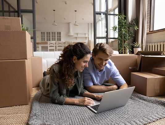 Spouses who follow their partner to Luxembourg can find a job, take on voluntary work, start a business or just connect to other spouses to get to know the country better