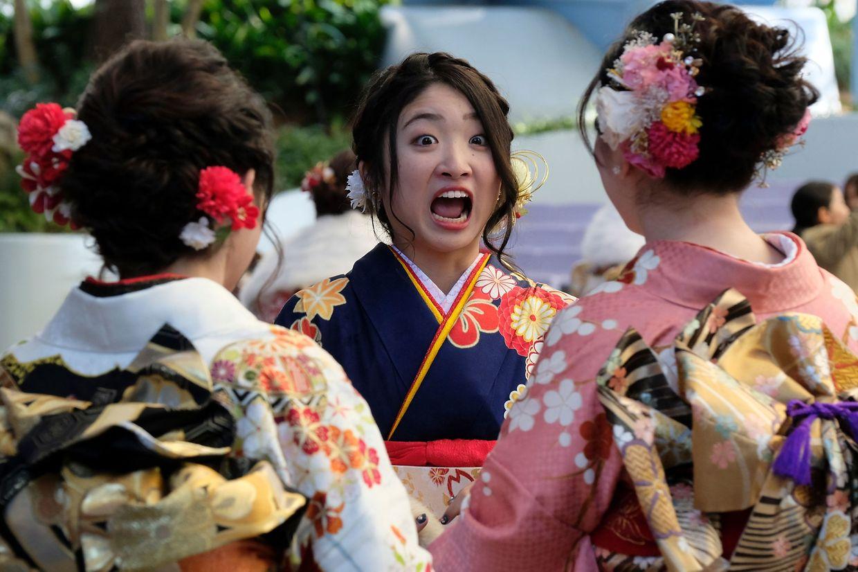 """Tokio. Tradition wird in Japan noch hochgehalten – auch wenn der rituelle """"Coming-of-Age""""-Tag inzwischen im Tokyo Disneyland im Stadtteil Urayasu gefeiert wird – mitsamt Kimono versteht sich."""