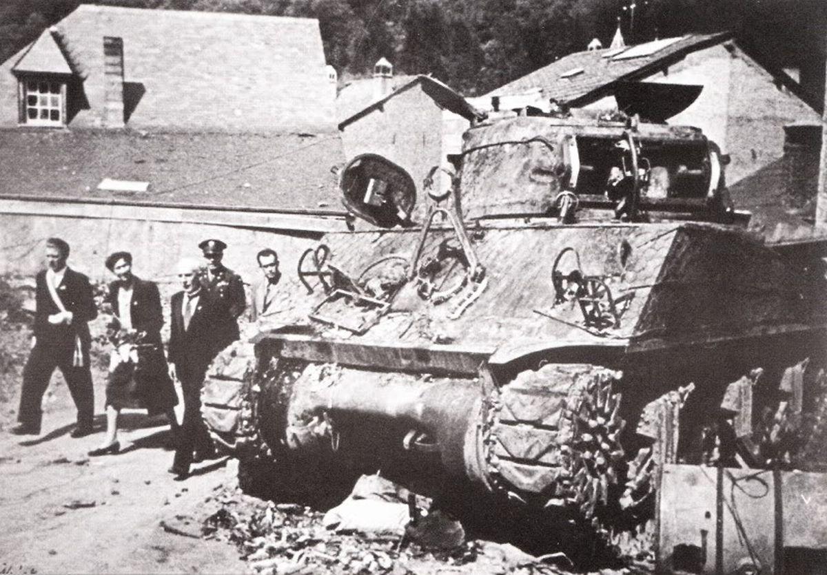 En 1945, le char Sherman attira l'attention de la grande-duchesse Charlotte dans la cour du château. Elle avait fait le déplacement pour sonder les dégâts de la bataille des Ardennes.