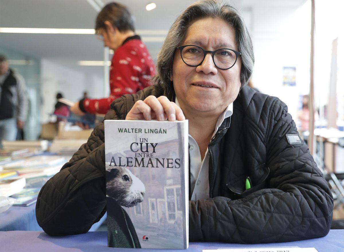 """Der peruanische Schriftsteller Walter Lingán stellte sein neues Buch """"Un Cuy Entre Alemanes""""  beim """"Salon du Livre et des Cultures"""" vor."""