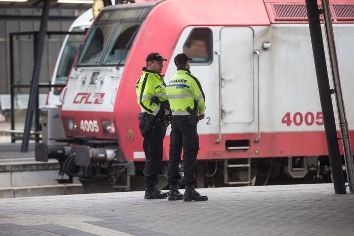 A la gare centrale de Luxembourg, la présence policière a été renforcée sur les quais.