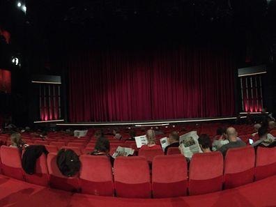Morgens um halb Neun in Berlin: Die ersten Filmkritiker warten gespannt auf den ersten Wettbewerbsfilm - pünktlich um 9 Uhr geht es los.