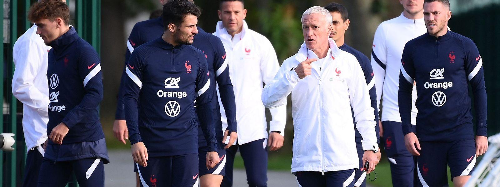 Le coach Didier Deschamps et le défenseur Leo Dubois peuvent s'attendre à un match... compliqué.