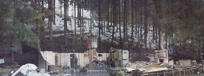 Das Clubhaus beim Fischweiher in Baschleiden wurde durch eine Explosion und ein anschließendes Feuer komplett zerstört.