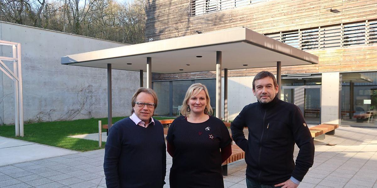 """Guy Aeckerlé, Joëlle Ludewig und Ralph Schroeder im Innenhof der """"Unisec""""."""