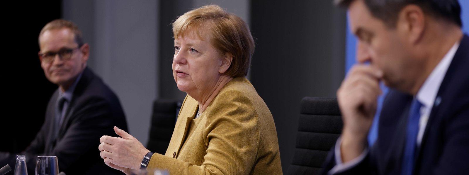 Der Berliner Bürgermeister Michael Müller, Kanzlerin Angela Merkel und der bayerische Ministerpräsident Markus Söder.