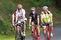 Jean Asselborn, John Kerry et Andy Schleck font un tour en vélo dans la campagne autour de Mersch.