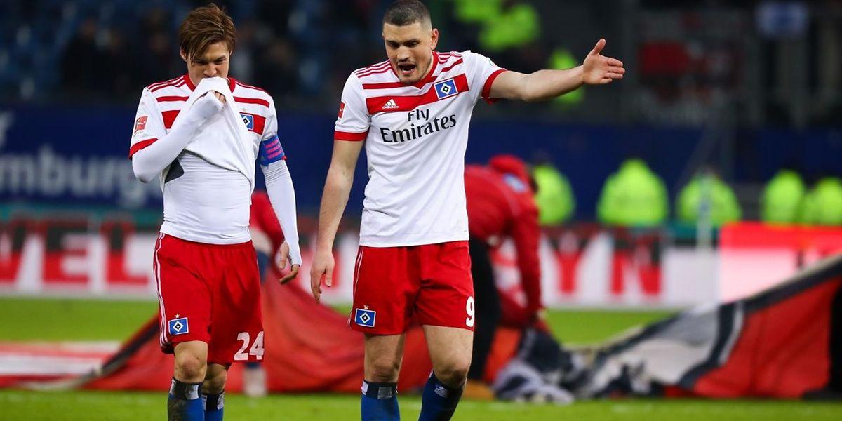 Der HSV mit Gotoku Sakai und Kyriakos Papadopoulos (r.) haben seit zehn Spielen nicht mehr gewonnen.