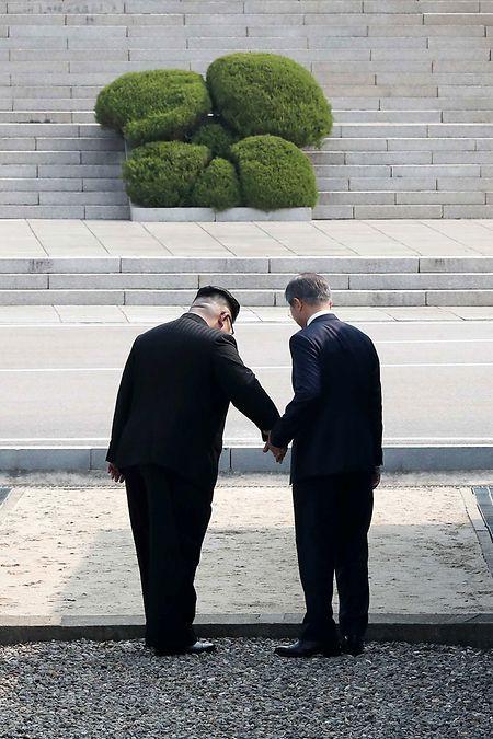Kim (l.) lud Moon nach Pjöngjang ein.