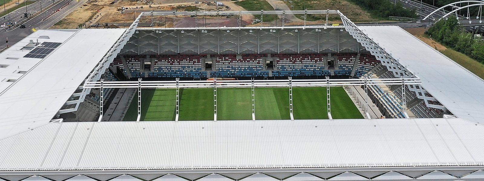 D'ici deux mois qui sait si le stade pourra être rempli à jauge pleine, par 9.300 supporters des Lions Rouges. La situation sanitaire fixera la limite d'accueil pour le match inaugural.