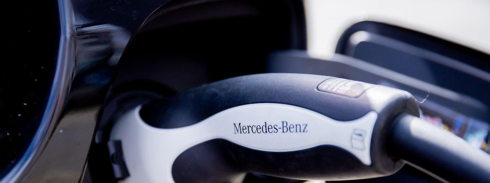 An verschiedenen Standorten stoppt Daimler die Merecdes-Produktion, da Elektronikbauteile fehlen.