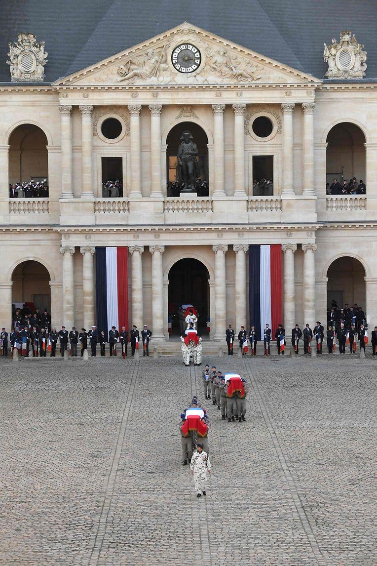 Die Zeremonie im Invalidenhof.