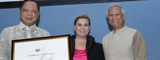 Mohammad Yunus und Großherzogin Maria Teresa überreichten den mit 100 000 Euro dotierten Preis.