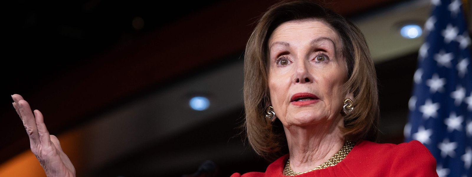Nancy Pelosi estime «avoir assez de témoignages pour destituer» le président Trump.