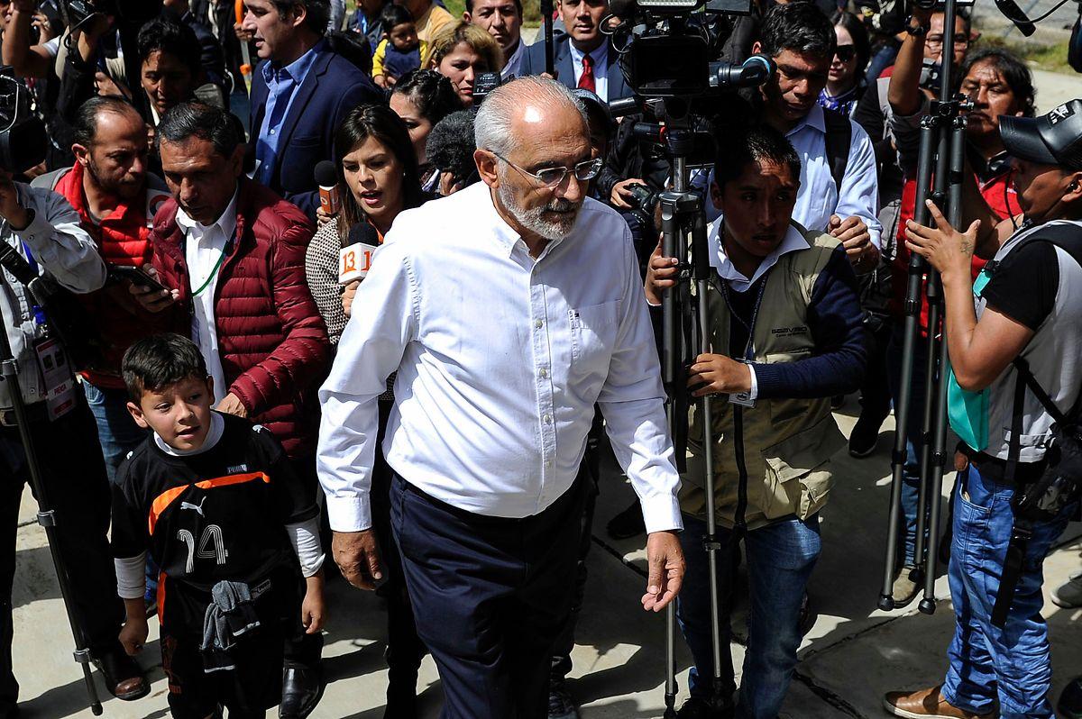 Carlos Mesa nach der Stimmabgabe in La Paz.
