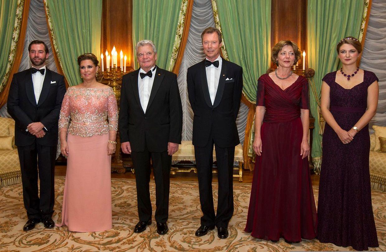 Am Montagabend lud das großherzogliche Ehepaar Joachim Gauck und Daniela Schadt zu einem Staatsbankett in den hauptstädtischen Palast ein. Mit dabei waren auch Erbgroßherzog Guillaume und seine Frau Stéphanie.