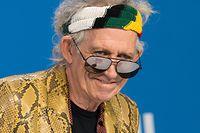 """ARCHIV - 17.09.2015, Kanada, Toronto: Musiker Keith Richards stellt den Film """"Keith Richards - Under The Influence"""" auf dem Filmfestival in Toronto (TIFF) vor. Am 18.12.2018 feiert Richards seinen 75. Geburtstag. (zu dpa """"Inbegriff einer Rocklegende: Keith Richards wird 75"""" vom 12.12.2018) Foto: Warren Toda/EPA/dpa +++ dpa-Bildfunk +++"""