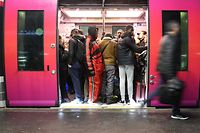 Commuters board a train at Saint-Lazare railway station in Paris,  during a strike of state railway company SNCF employees over French government's plan to overhaul the country's retirement system, as part of a national strike. (Photo by JACQUES DEMARTHON / AFP)