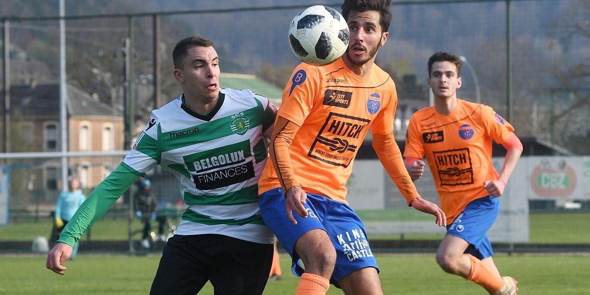 Jordan Sakhri (Steinfort) au marquage de Amine Hamouni. Lorentzweiler est passé devant le Sporting.