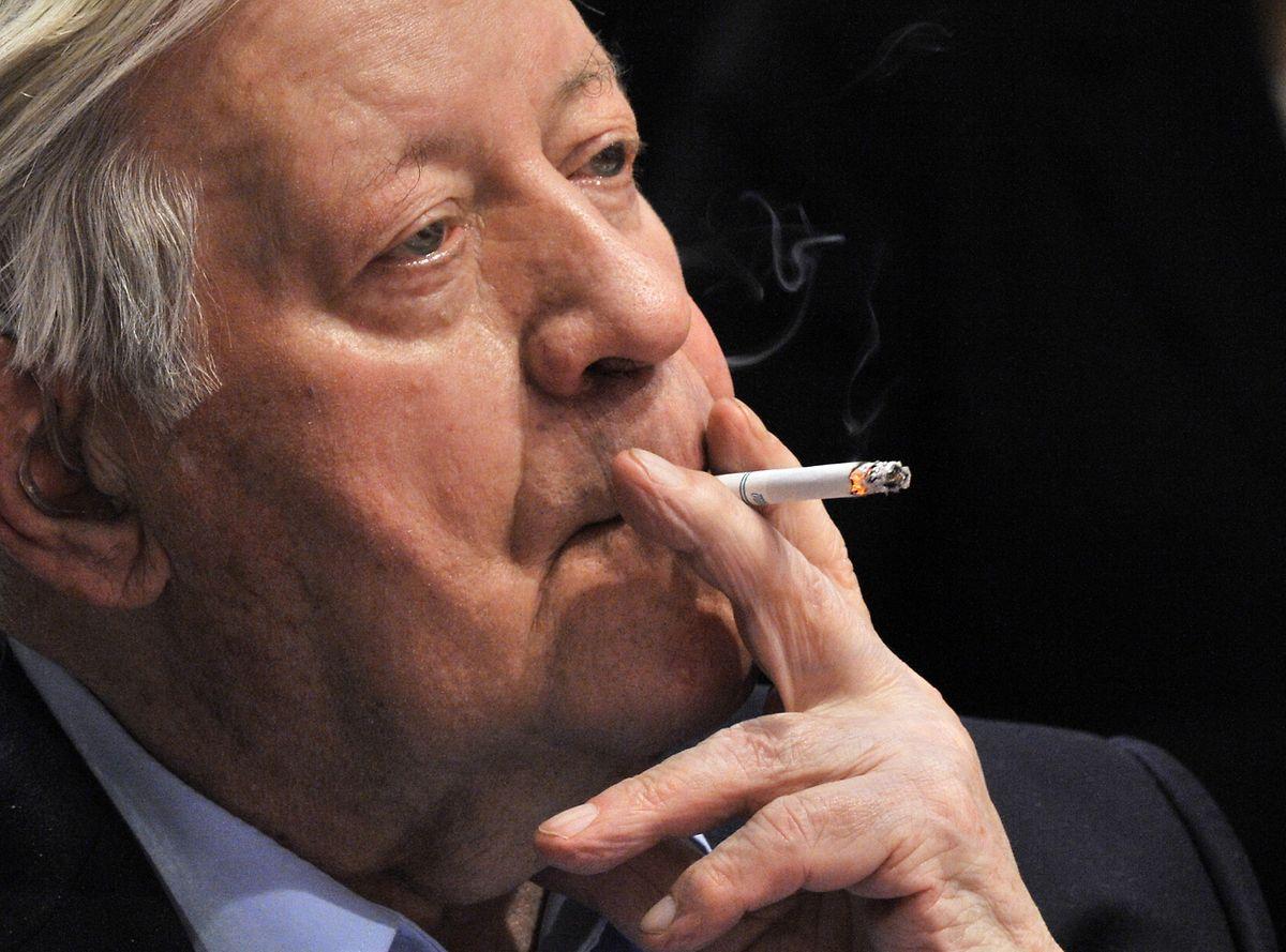 Der deutsche Alt-Bundeskanzler Helmut Schmidt war bekennender Raucher und Liebhaber von Mentholzigaretten