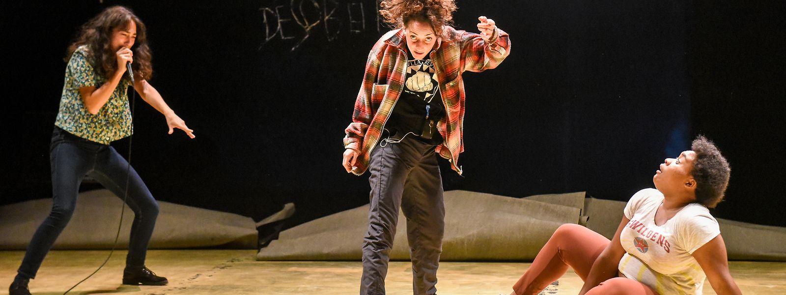 """Das Theaterstück """"Désobéir"""" zeichnet das Leben mehrerer Frauen in der Pariser Banlieue nach."""