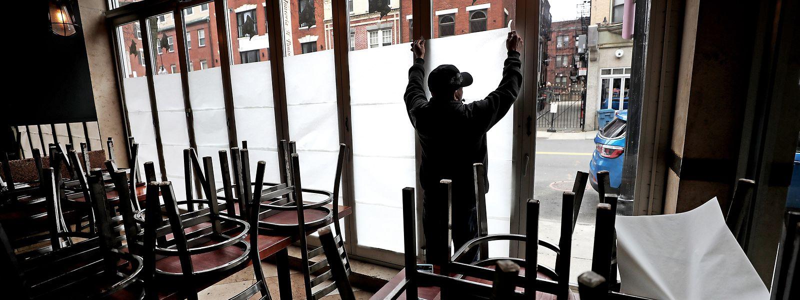 Pour trois semaines, bars et restaurants n'auront plus le droit d'ouvrir.