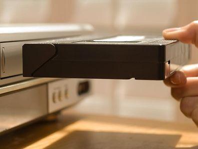 L'an dernier, le géant de l'électronique Sony avait annoncé la fin imminente de la vente des cassettes vidéo Betamax pour le grand public, un épilogue symbolique pour un produit né en 1975 et rapidement détrôné par le format VHS.