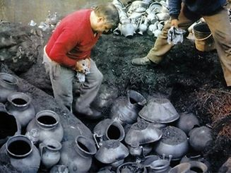 O processo de fabrico do barro preto de Bisalhães é considerado um ofício duro, exigente, com recurso a processos que remontam, pelo menos, ao século XVI.