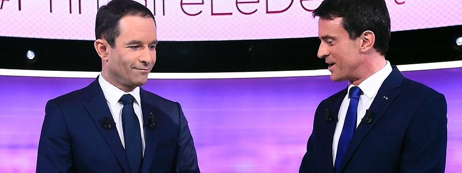 Benoit Hamon (l.) und Ex-Premier Manuel Valls waren sich in der Sache Fillon einig.