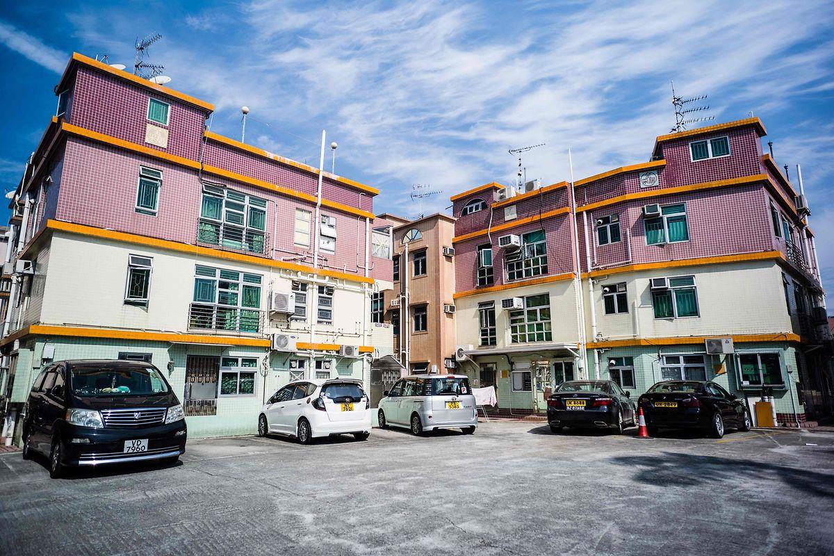 """Apartamentos na aldeia de William Liu, no norte de Hong Kong, nos chamados """"Novos Territórios"""""""