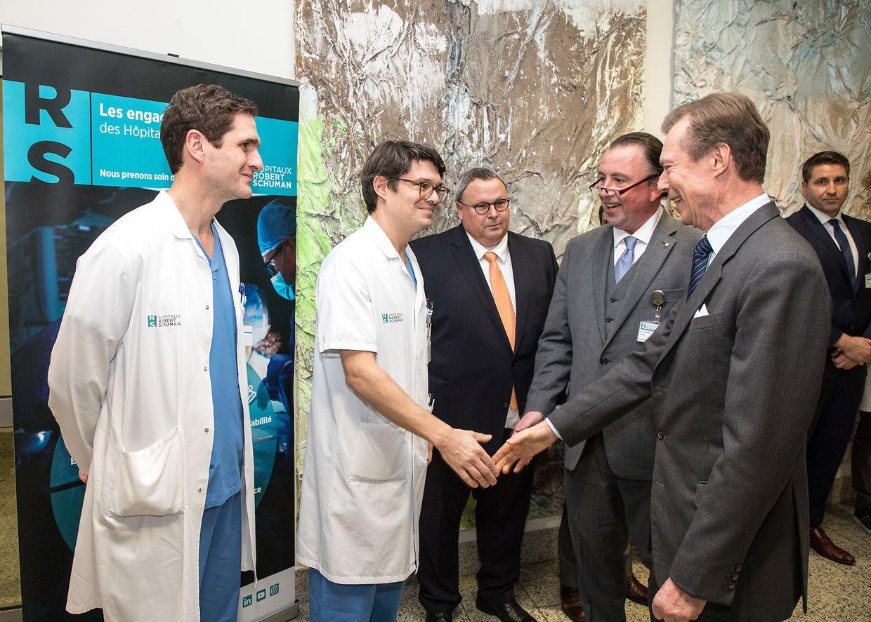 Auch das Klinikpersonal war vor Ort - hier in Weiß: Dr. Bernd Meyer und Dr. Patrick Krombach.