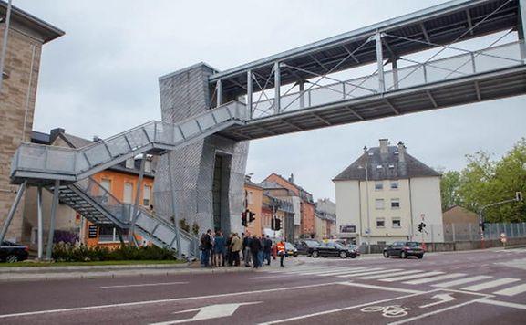 Luxemburger wort la nouvelle passerelle de la rocade de for Bonnevoie piscine luxembourg