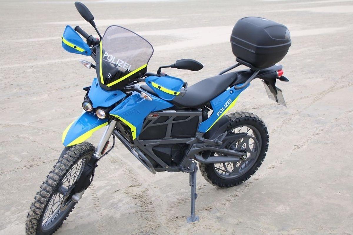"""La moto électrique """"Zero FX"""" est utilisée sur l'île allemande de Borkum, en mer du Nord, depuis 2017."""