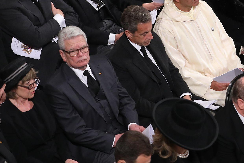 Neben Nicolas Sarkozy erwiesen auch Joachim Gauck, der ehemalige Bundespräsident von Deutschland, und seine Gattin Gerhild Luxemburgs früherem Staatsoberhaupt die letzte Ehre.