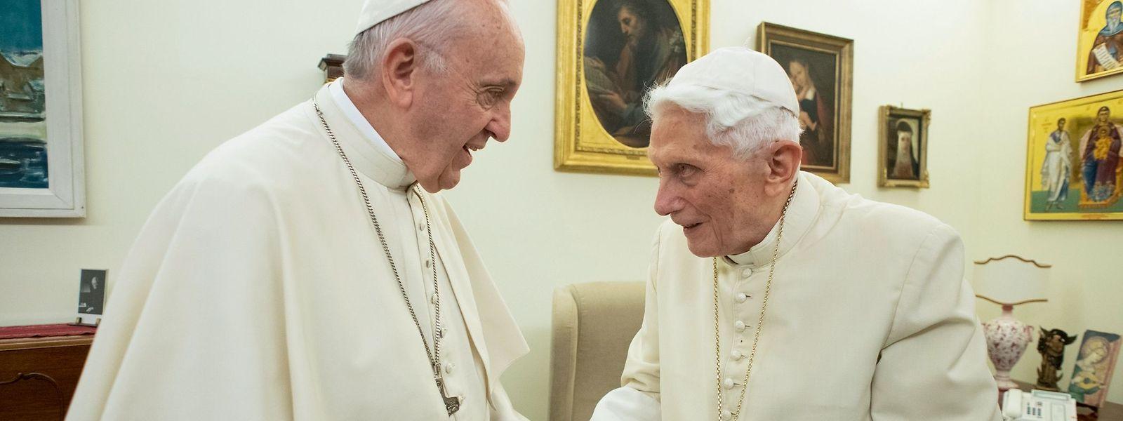 Papst Franziskus besucht im Dezember 2018 seinen Vorgänger Papst Benedikt XVI.